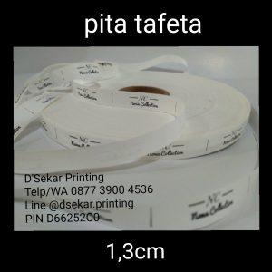 cetak-label-baju-merk-satin-tafeta-woven-damask-dsekar-printing-081904271640-sablon-pita-cetak-label-pakaian-seragam-kaos-kemeja-bandung-bekasi-semarang-makassar (10)