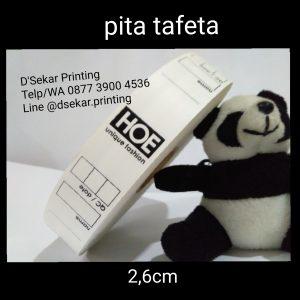 cetak-label-baju-merk-satin-tafeta-woven-damask-dsekar-printing-081904271640-sablon-pita-cetak-label-pakaian-seragam-kaos-kemeja-bandung-bekasi-semarang-makassar (16)