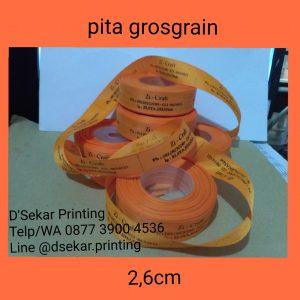 cetak-label-baju-merk-satin-tafeta-woven-damask-dsekar-printing-081904271640-sablon-pita-cetak-label-pakaian-seragam-kaos-kemeja-bandung-bekasi-semarang-makassar (2)