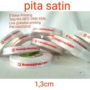 cetak-label-baju-merk-satin-tafeta-woven-damask-dsekar-printing-081904271640-sablon-pita-cetak-label-pakaian-seragam-kaos-kemeja-bandung-bekasi-semarang-makassar (5)