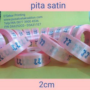 cetak-label-baju-merk-satin-tafeta-woven-damask-dsekar-printing-081904271640-sablon-pita-cetak-label-pakaian-seragam-kaos-kemeja-jogja-jakarta-bogor-surabaya (5)