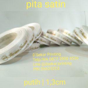cetak-label-baju-merk-satin-tafeta-woven-damask-dsekar-printing-081904271640-sablon-pita-cetak-label-pakaian-seragam-kaos-kemeja-jogja-jakarta-bogor-surabaya (8)