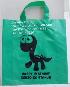 sablon-tas-plastik-kantong-plastik-cetak-plastik-shopping-bag-kresek-plong-dsekar-printing-081904271640-087739004536-jogja-jakarta-surabaya-medan-padang-pekanba (196)