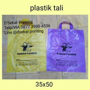 sablon-tas-plastik-kantong-plastik-cetak-plastik-shopping-bag-kresek-plong-dsekar-printing-081904271640-087739004536-jogja-jakarta-surabaya-medan-padang-pekanba (9)